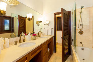 Anguilla Villa Alegria Full Bed Bath